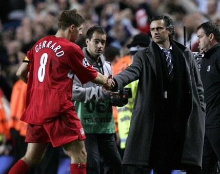 Chelsea's Jose Mourinho shakes hands with Liverpool's Steven Gerrard at full time